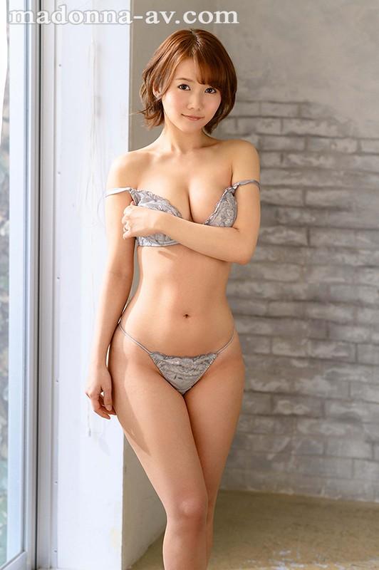 既天然又神秘!美颜美乳美腰三拍子!前写真偶像铃川莉茉好想用火车便当操!