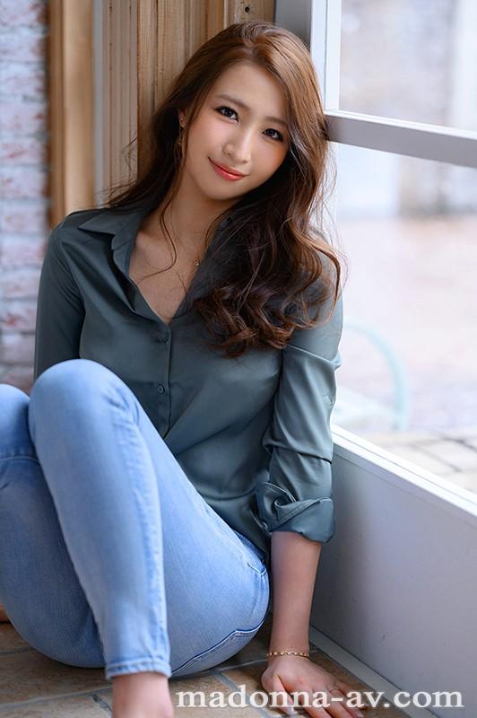 清澈的眼眸、高挑的比例、锐利的曲线美⋯美女中的美女、三尾めぐ妖豔登场!