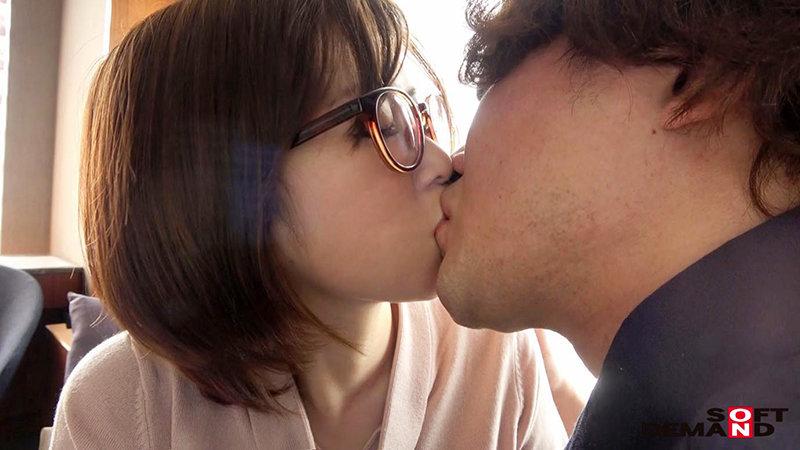 拔掉眼镜摆脱罪恶感!小学老师石井江梨子只想追求肉体欢愉!