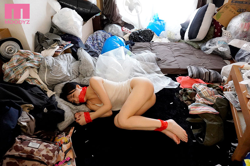 泰山压顶!今井勇太扑上来、高桥しょう子在满是垃圾的屋里被姦了!